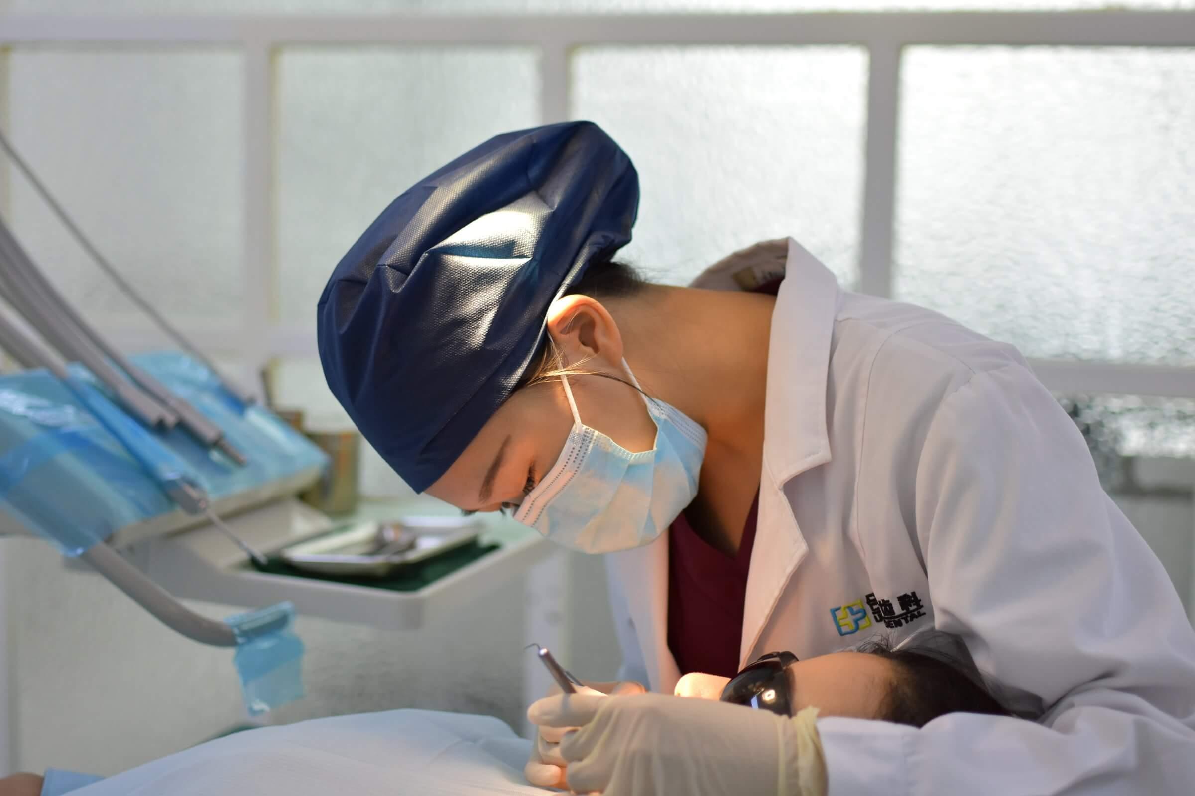 歯医者で胸を当ててもらう方法