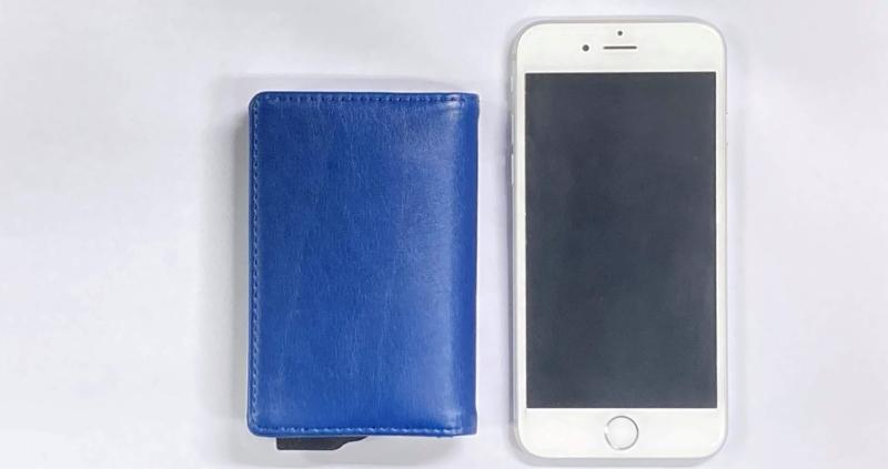 zeperionとiPhoneのサイズ比較
